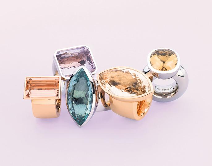 Ringe von links nach rechts: 750/Roségold mit Morganit | 750/Graugold mit flieder farbenem Amethyst | 750/Graugold mit Beryll | 750/Roségold mit Naturcitrin | 750/Graugold mit Beryll